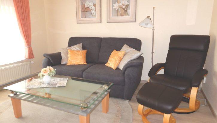 Couch mit Sessel in der Ferienwohnung