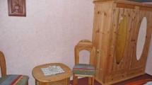 Kleiderschrank im Schlafzimmer der Ferienwohnung in Döse
