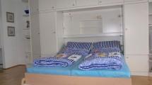 gemütliches Schrankbett in der Ferienwohnung im Haus Seeterrassen