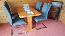 Essecke mit 4 Stühlen