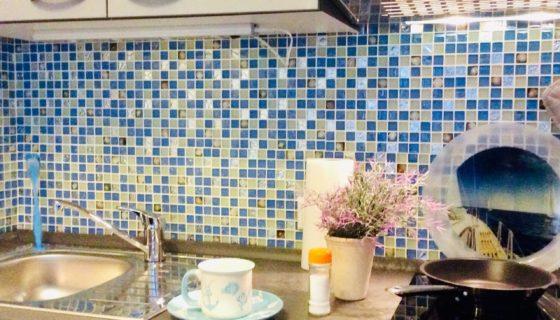im Wohnbereich integrierte Küchenzeile
